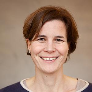 Portrait Dr. Julia Huebner